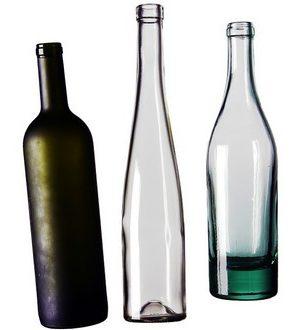 Bouteilles de vin de différentes couleurs recyclées