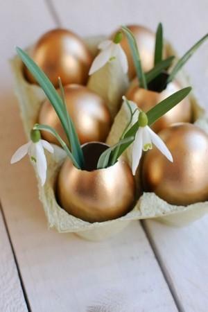 Vases dorés en coquilles d'oeufs. Déco de Pâques. DIY vases en coquille d'oeuf: RDV sur le blog!