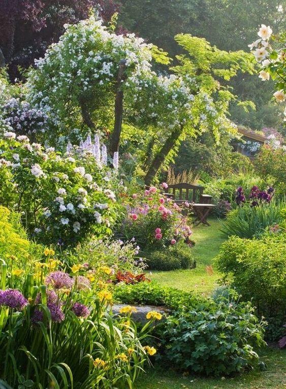Définition et caractéristiques du jardin à l'anglaise. Créer un jardin anglais.