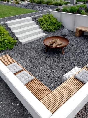 Liste de plantes pour un jardin minimaliste contemporain. Découvrez tout sur ce style de jardin moderne, lisez l'article!