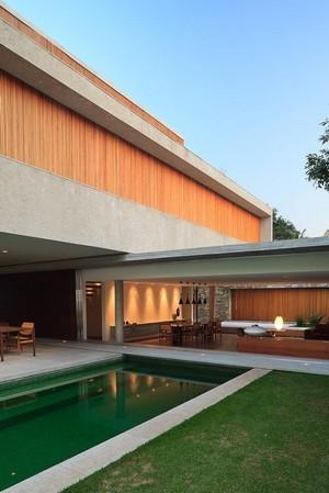 Style de jardin: ke jardin minimaliste moderne offre une continuité des espaces intérieur extérieur (ici Marcio Kogan). Lisez l'article sur les jardins contemporains pour en savoir plus.